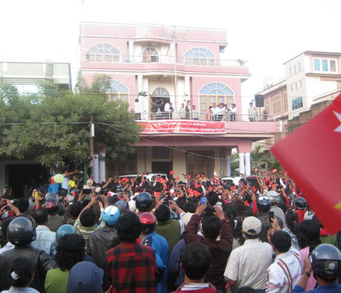Suu Kyi in Lumbang ai tlawngta te ca sumsaw le maicet pe